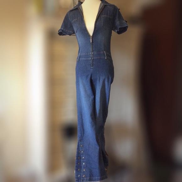 368c51c3d875 Yada yada vintage denim flare leg jumpsuit! M 5a88c526f9e501ea2c2e881f
